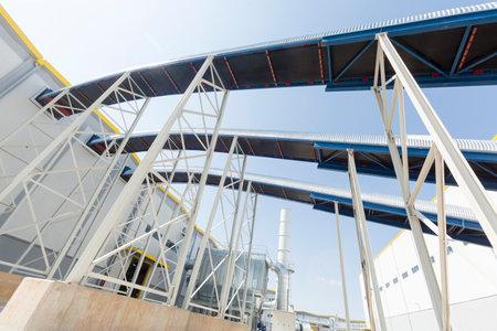 residuos toxicos: Conversi�n de residuos en energ�a o energ�a a partir de residuos es el proceso de generaci�n de energ�a en forma de electricidad o calor del tratamiento primario de los residuos. Respetuoso del medio ambiente, con el medio ambiente. Afuera