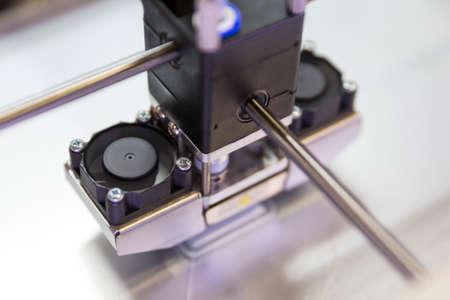 imprenta: Un proceso de impresión 3D un elemento con una impresora 3D.