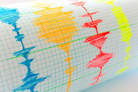 sismogr�fo: Seismological device for measuring earthquakes. Seismological activity live on the sheet of measuring paper. Earthquake wave on graph paper.