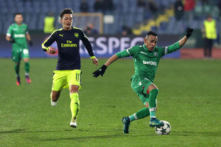 palomino: Sofia, Bulgaria - November 1, 2016: Arsenal�s Mesut Ozil challenges Palomino Natanael during UEFA Champions League football match between Ludogorets Razgrad and Arsenal at Bulgarias National Stadium. Editorial