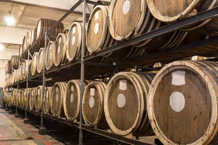 Scotch Whisky Barrel rows. Whiskey and brandy distillery. Oak barrel used to age whiskey. Foto de archivo