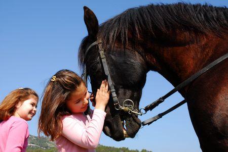 femme a cheval: Twins et �talon  Banque d'images