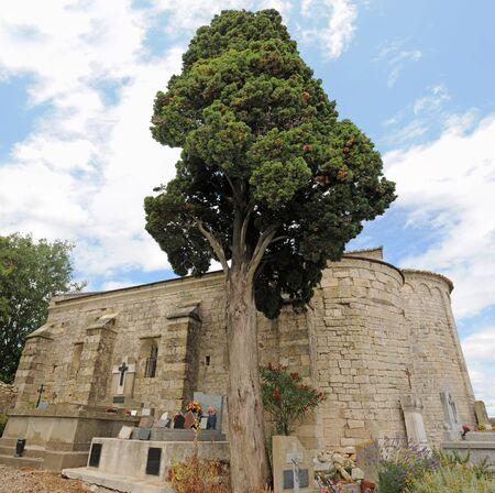 roussillon: Chapelle Saint-Julien de Montredon in the Gard, Languedoc Roussillon, France Stock Photo