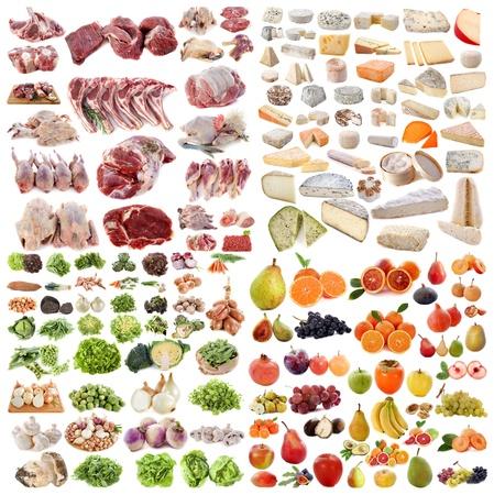 tabla de quesos: gran grupo de comida delante de fondo blanco