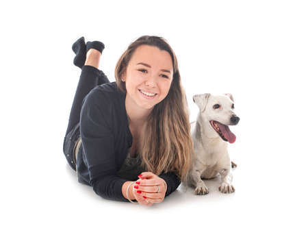 jack russel terrier and woman in front of white background Banque d'images