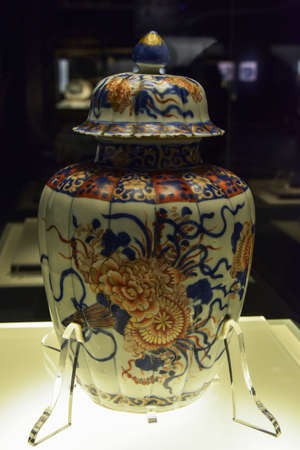 receptacle: Porcelain container