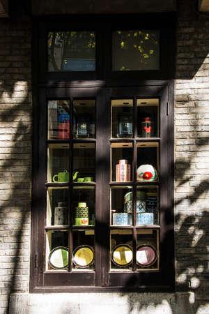 shop at Shanghai street close up Redakční