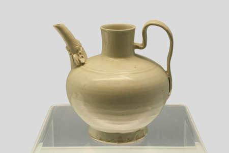 ding: Ancient Chinese porcelain