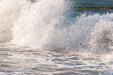 Beautiful splash wave in the sea Standard-Bild