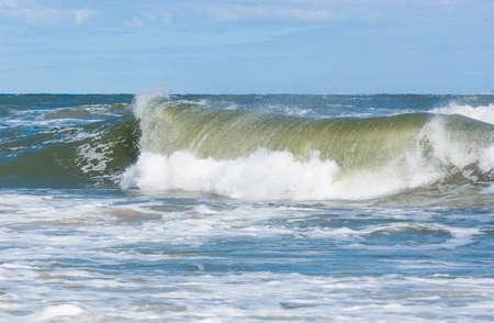 Große Wellenspritzer in der Ostsee Standard-Bild - 74762186