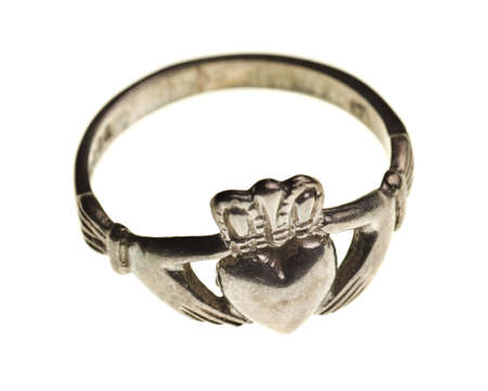 vintage traditional Claddagh ring isolated on a pure white background Banque d'images