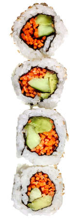 Vegetarische Sushi California Roll mit Reis und Algen isoliert auf wei�em Hintergrund