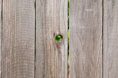 grobe Holz Fechten Hintergrund Knoten mit Loch