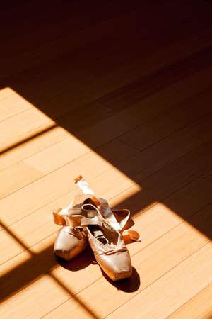zapatillas de ballet: zapatillas de ballet en una condición manida