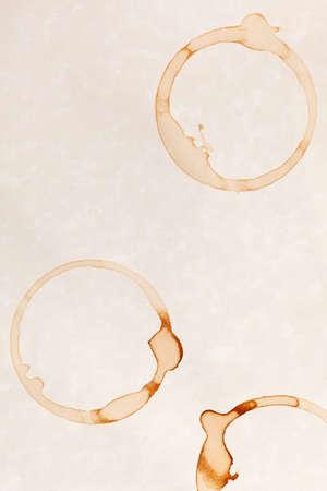 Kaffee-Ring Flecken auf wei�es Pergament-Papierhintergrund