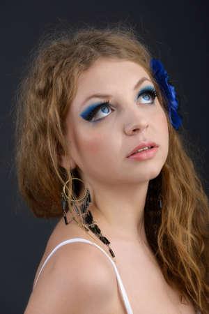 labbra sensuali: Persona modello femminile con le labbra sensuali e gli occhi espressivi close-up