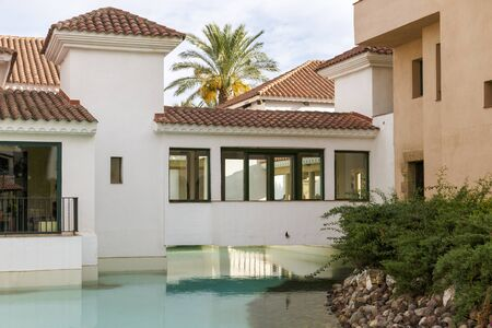 house with style: Spanish villas with swimming pool