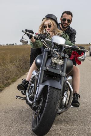Beautiful young couple traveling Motorbike Stockfoto