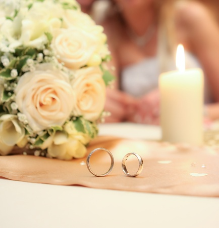 Wedding detail of the rings and bouquet Stock Photo