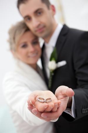 fidelidad: Boda detalles de los anillos y de la mano