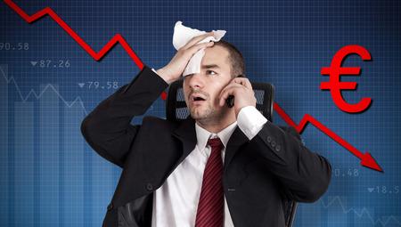derrumbe: La crisis del euro, colapso de la moneda. Celebraci�n Broker frente Foto de archivo