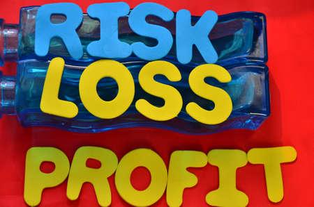 perdidas y ganancias: palabra, el beneficio, la p�rdida, el riesgo Foto de archivo