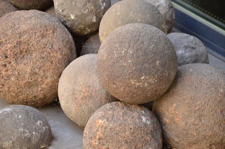 bombard: palle di pietra