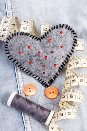 pinhead: Heart shaped pincushion and tailor accessories