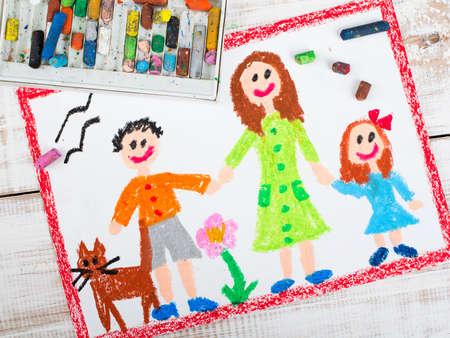 AlleinerzieherIn: �lkreide Zeichnung: alleinerziehende Mutter und Kinder Lizenzfreie Bilder