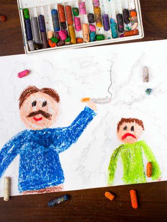 femme dessin: dessin coloré: père fumant une cigarette et enfant triste Banque d'images