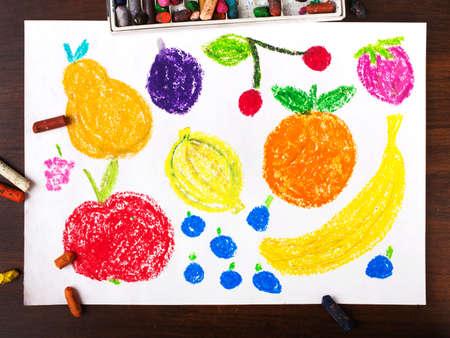 niños dibujando: Pintar dibujo: tipos diversos de las frutas