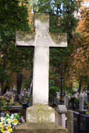 memorial cross: cruz conmemorativa de edad Foto de archivo