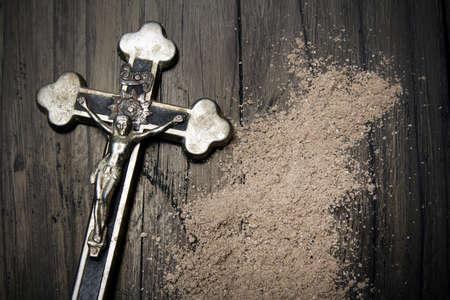arrepentimiento: Cross and ash - symbols of Ash Wednesday. Foto de archivo