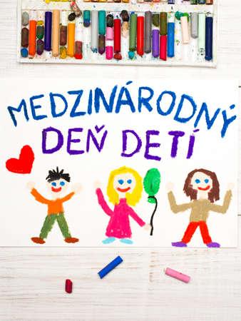Bunte Zeichnung. Kindertagskarte mit slowakischen Worten Kindertag. Standard-Bild - 79220005