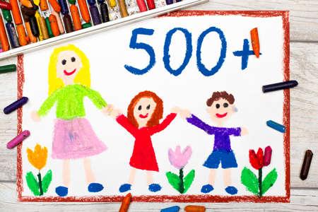 demografia: Foto de dibujo colorido: Política social en Polonia - programa social de apoyo a las familias. 500 PLN para segundo y siguiente niño.