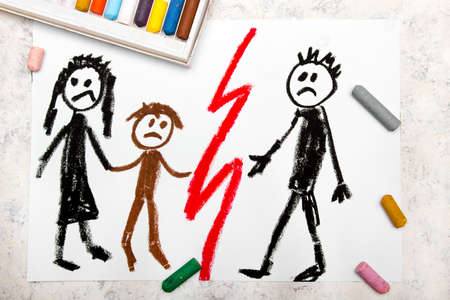 Colorful drawing: Representation of marriage break up or divorce. Banque d'images - 110378436