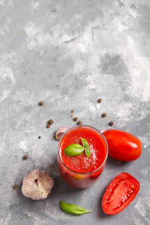 Tasty tomato juice with fresh spices, garlic, pepper and basil. Banco de Imagens