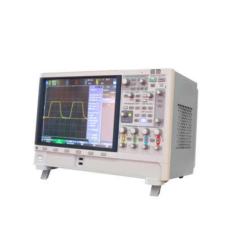 Digitale oscillograaf die op witte achtergrond, machtsanalysator 3 phaze wordt geïsoleerd