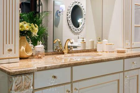 Retro golden faucet in the classic nterior of retro style bathroom Banco de Imagens