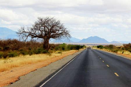 몸바사에서 나이로비, 케냐에 아프리카 도로