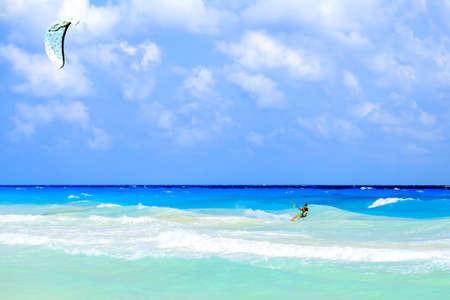 플라 야 델 카르멘, 멕시코의 카리브 바다에보기 kitesurfer