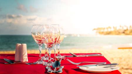 도미니카 공화국의 카리브 해변 파티 테이블 스톡 콘텐츠
