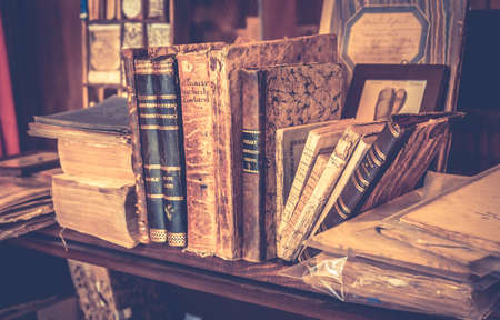 montepulciano: MONTEPULCIANO, ITALY - JUNE 23, 2015: collection of antique books and maps in tuscan antiquarian bookshop in Montepulciano town, Italy Editorial