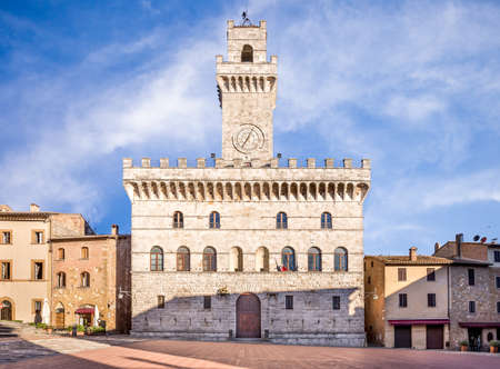 montepulciano: Palazzo Comunale Town Hall in antique Montepulciano town, Tuscany