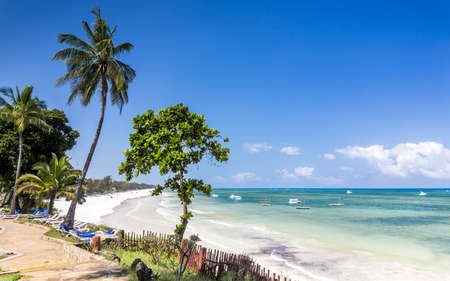 Amazing Diani beach seascape with white sand and turquoise Indian Ocean, Kenya 免版税图像