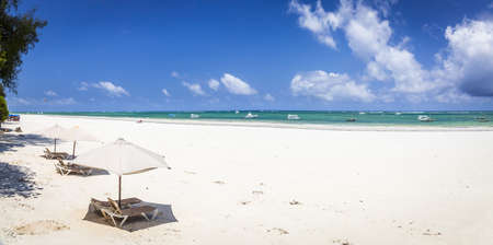 Amazing Diani beach seascape with white sand and turquoise Indian Ocean, Kenya Archivio Fotografico
