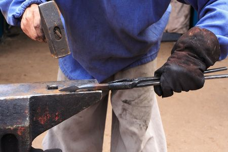 forge: black smith make with forge hammer an arrow