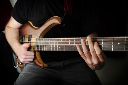 Bass Guitar Player Standard-Bild - 15845370