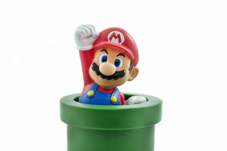 juguetes: Estambul, Turqu�a - Enero 12,2015: Tiro aislado del estudio de Mario de Super Mario Bros. franquicia de Nintendo de juegos de video.