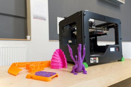 3 D プリンターと印刷サンプル